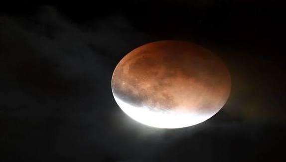 La luna e il Tempio